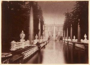 07. Фонтаны Большого дворца, освещенные в ночное время