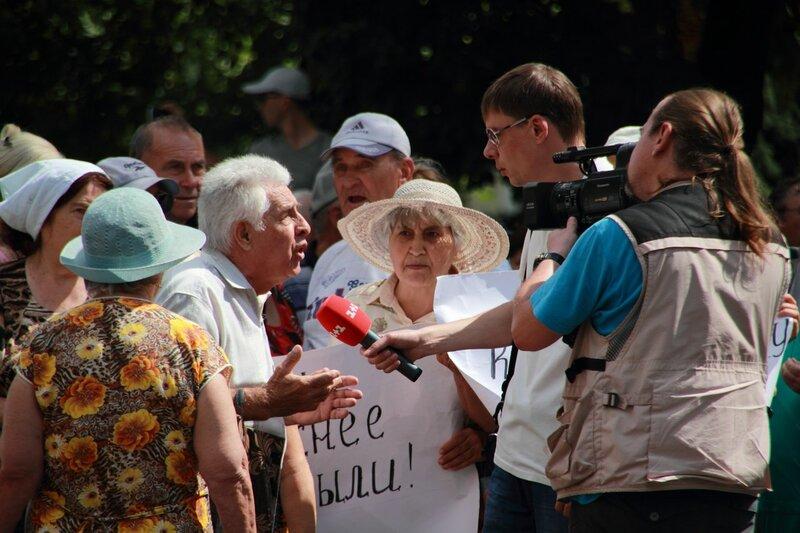 Пенсионер Виктор Слисаренко рассказывает о проблемах своего дома