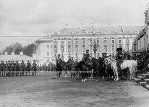 Император Николай II на смотре молодых казаков полка .