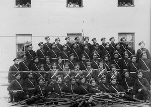 Подразделение казаков с офицерами.