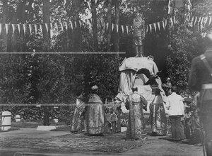 Момент снятия покрывала на открытии памятника шефу полка , великому князю Михаилу Николаевичу.