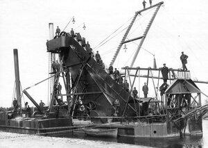 Землечерпалка Ладога на  Ладожском канале.