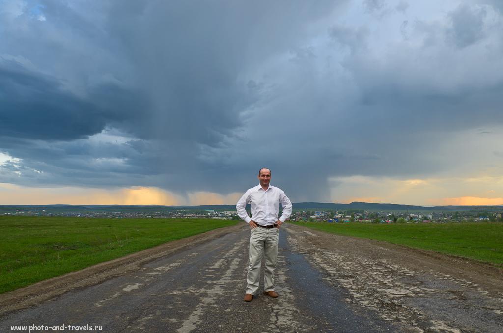 Автопортрет начинающего фотографа и путешественника где-то в полях Башкирии. Снято со штатива Sirui T-2204X фотоаппаратом Nikon D5100.