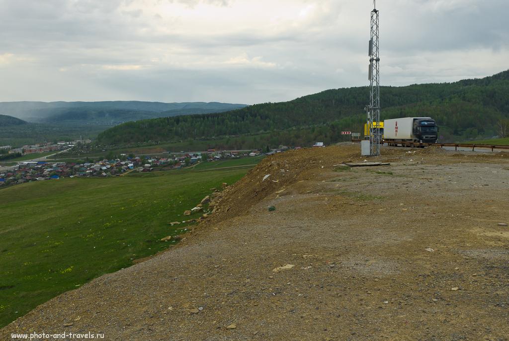 Дорога через город Сим проходит по гребню холмов, окружающих этот населенный пункт. Те туристы, кто поедет в Башкирию из Екатеринбурга, скорей всего, буду проезжать через это место.