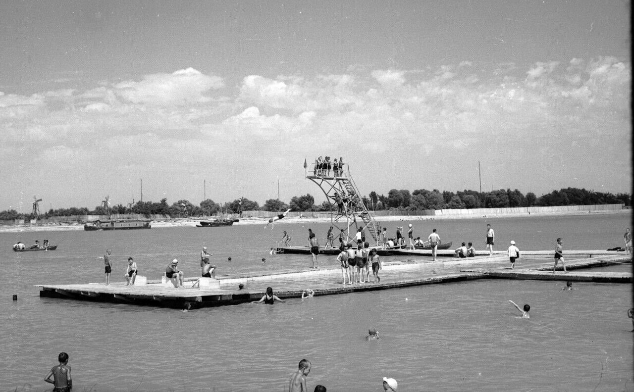 1952. Пляж