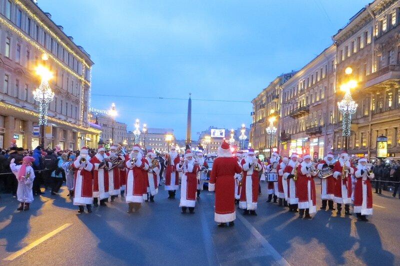 Парад Дедов Морозов на Невском проспекте