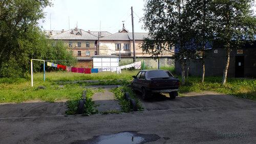 Фотография Инты №5289  Западная сторона Лунина 5 и двор Заводской 4 25.07.2013_13:44