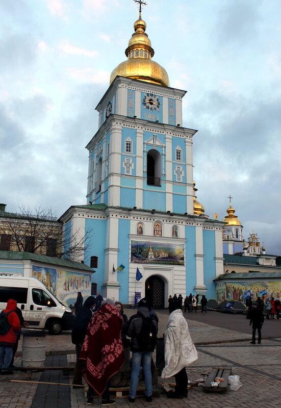 Обогрев под Михайловской колокольней