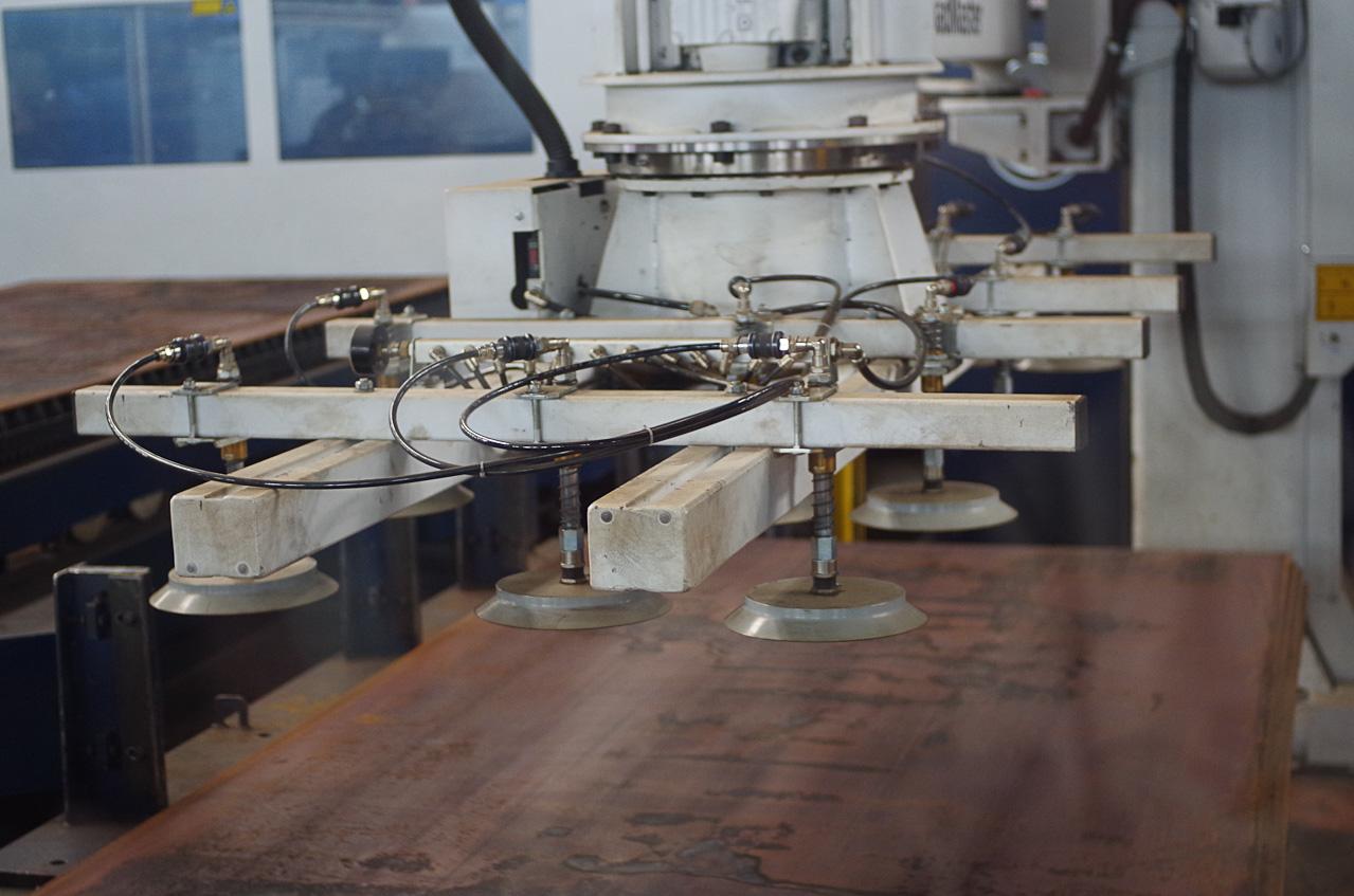 0 92840 b9a8bf88 orig Как делают гигантов    БелАЗы.