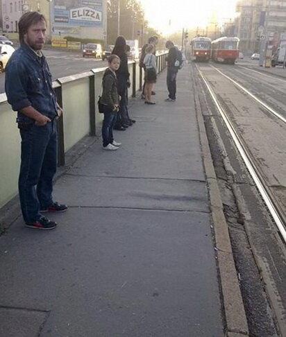 Чак настолько крут, что не он ждёт трамвая, а трамвай ждет его =)