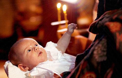 В Украине запретили крестить детей от суррогатных матерей