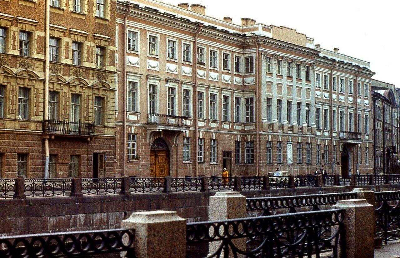 3.  Дом-музей  Пушкина  на  Мойке