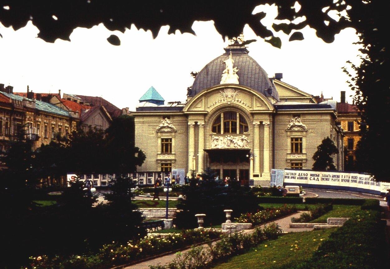 1. Черновцы. Театр.