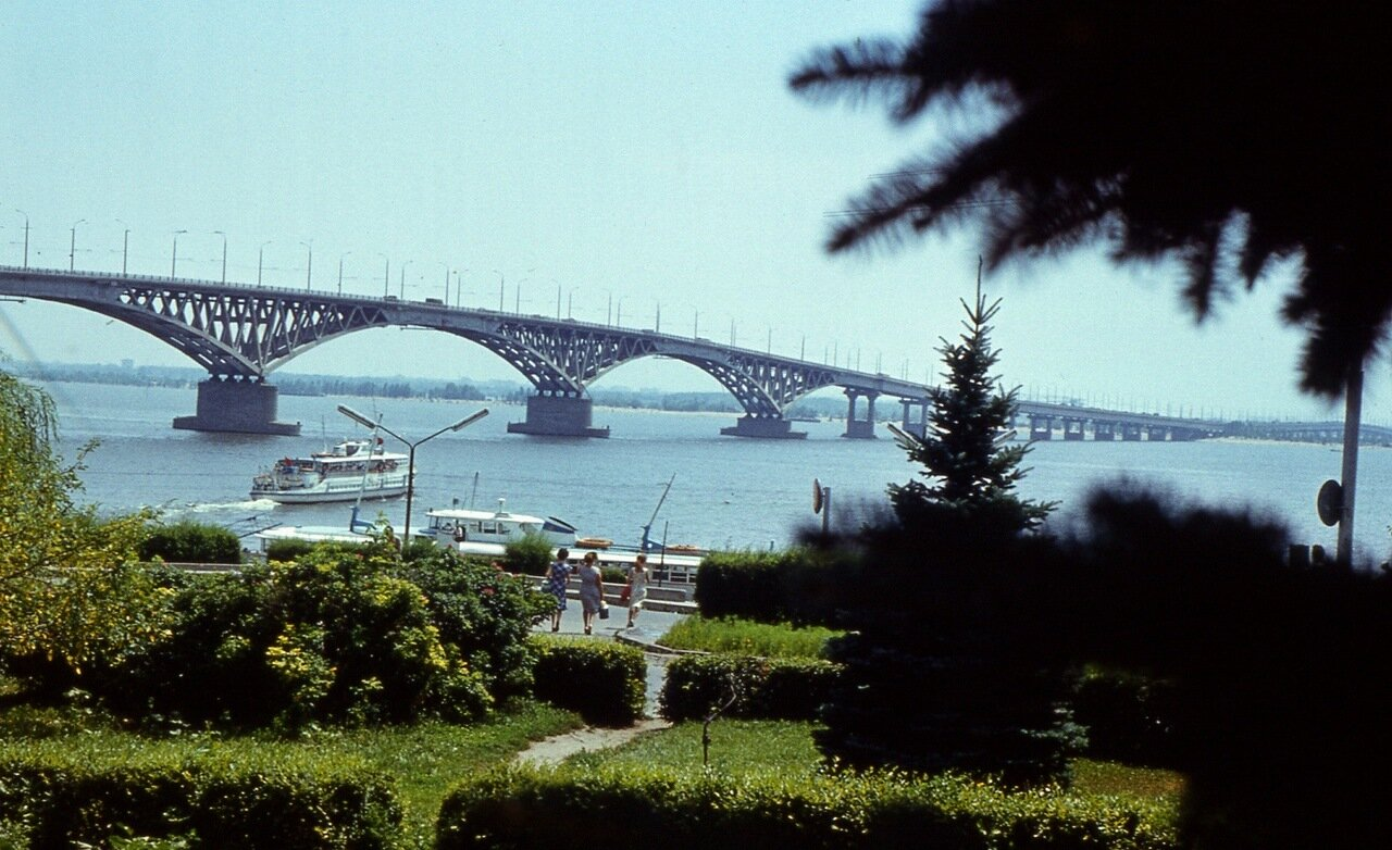 109. ...и  полюбуемся  на  мост  через  Волгу