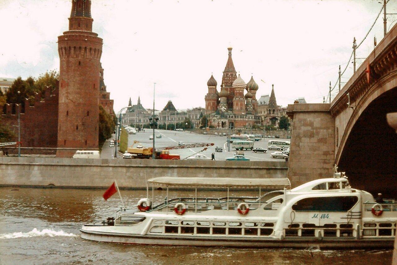 à MOSCOU - La Moscova, la Place Rouge et Saint Basile