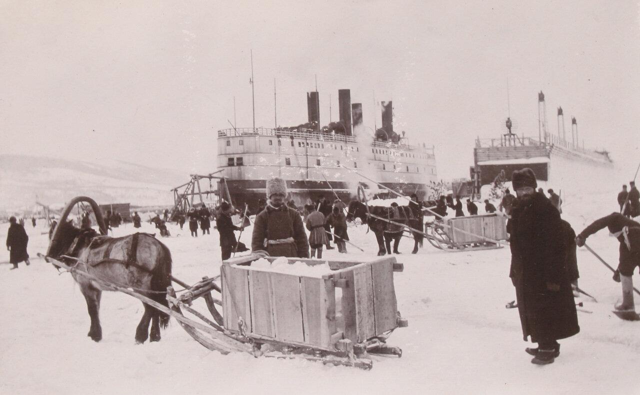 Ледокол «Байкал» в гавани на берегу озера Байкал