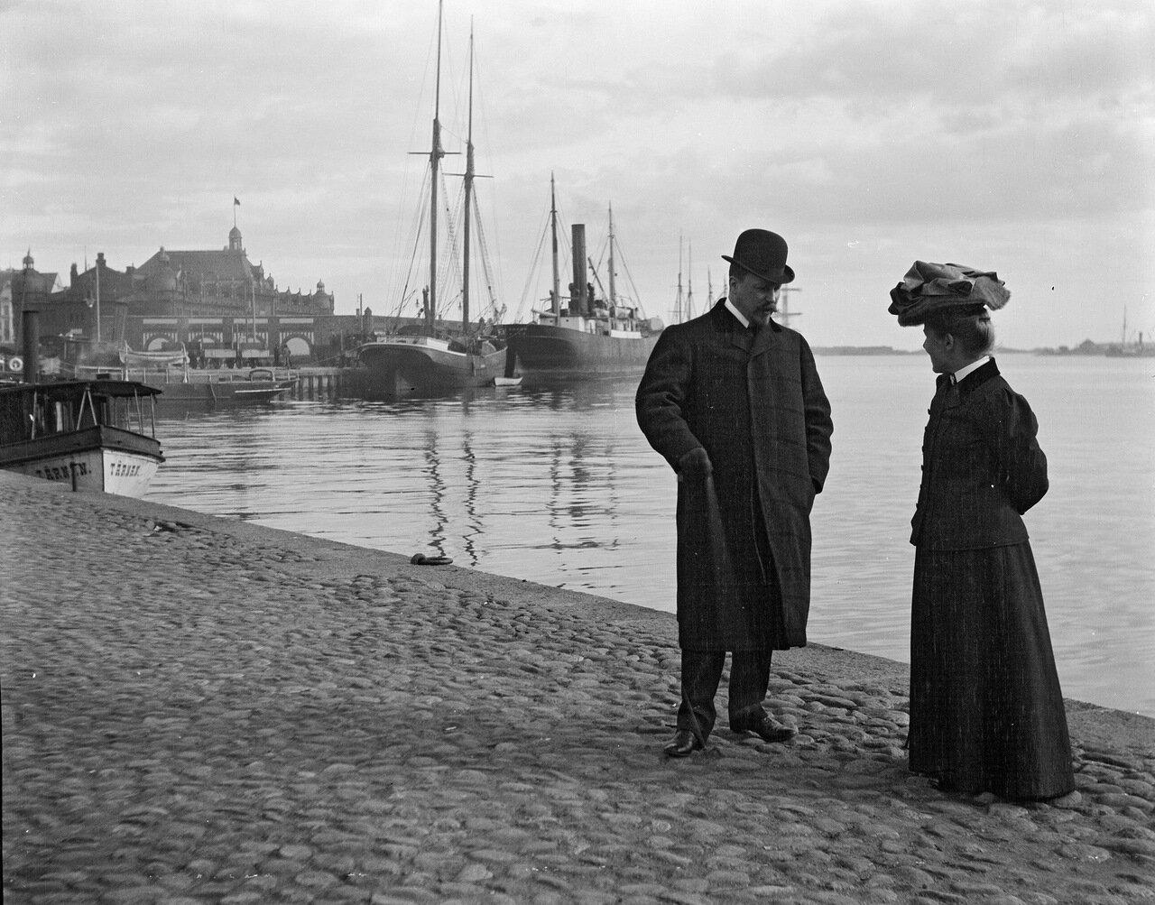 Бруно и Ингрид Амировы на Рыночной площади в 1906 году.