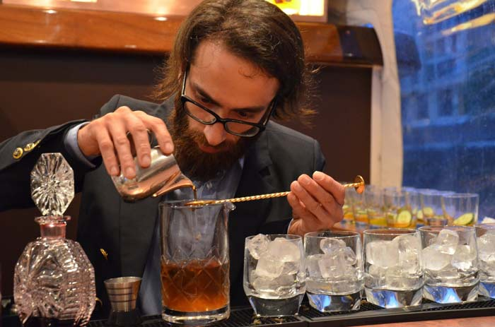 17 глупых вопросов барменам