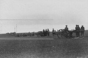 Артиллерийские орудия на полигоне.