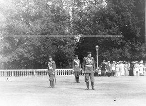 Император Николай II, великий князь Николай Николаевич и командующий парадом.