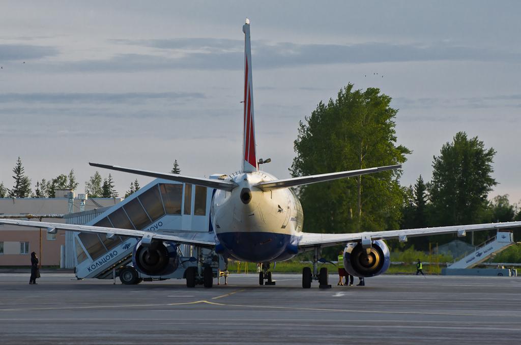 """Фото 5. Аэропорт """"Кольцово"""" в Екатеринбурге. Жду пассажиров. Камера Nikon D5100"""