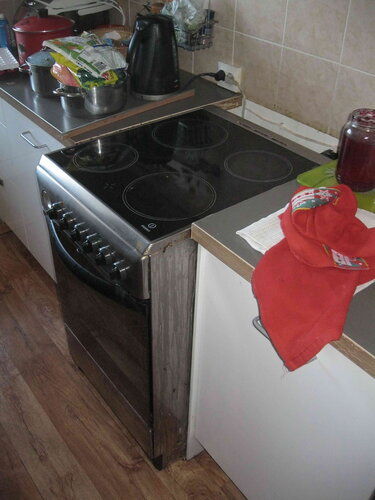Фото 20. Хотя электроснабжение квартиры было восстановлено, электрическая плита по-прежнему не работала.