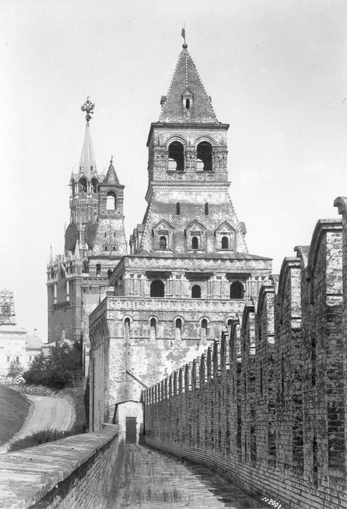 Константиновская башня. Вид со стены Кремля