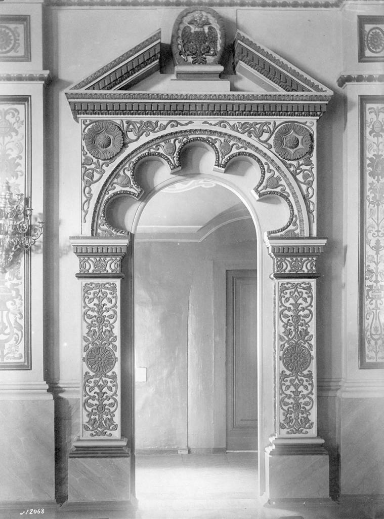 Наличник двери в сенях церкви Спаса («Золотая решетка»)