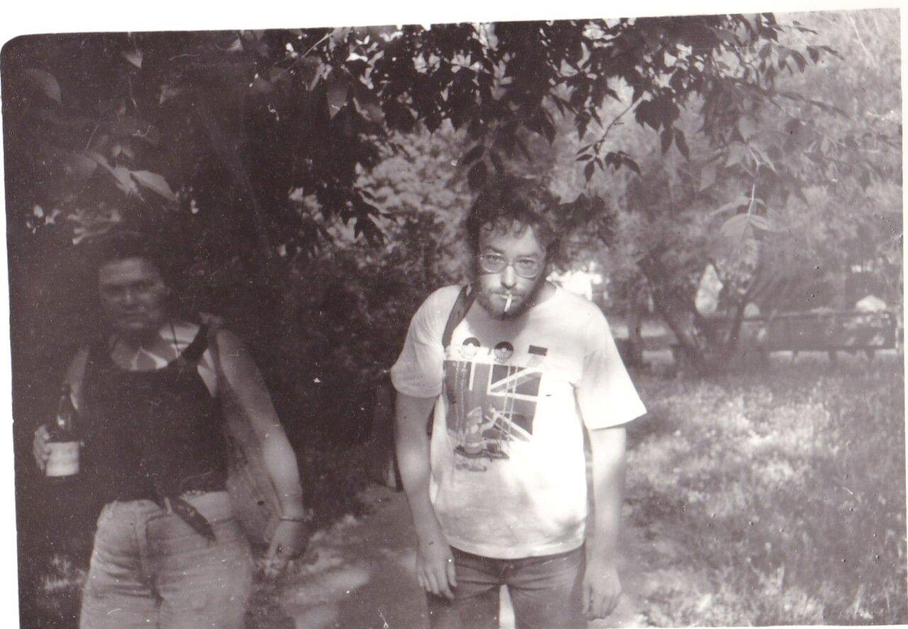 1992. Большое запойное путешествие в Новосибирск. После вечеринки на стройке возле площади Ленина. Финал дня
