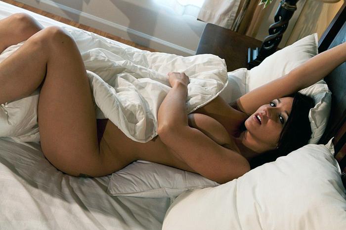 Американская адалт-модель Nikki Sims (на гифке №3)