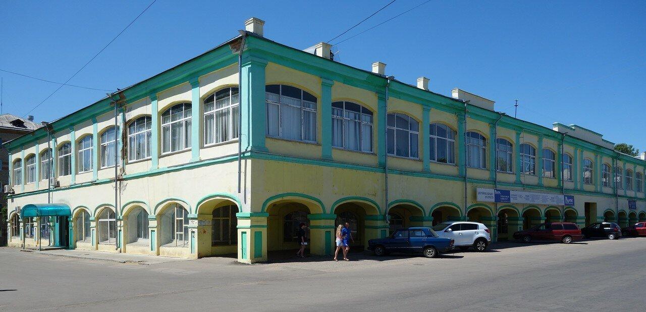 торговые ряды. Первый этаж - 1862, второй - 1960 год