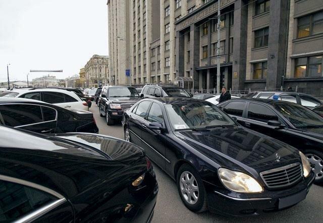 Сравнивая депутатскую парковку России и Дании