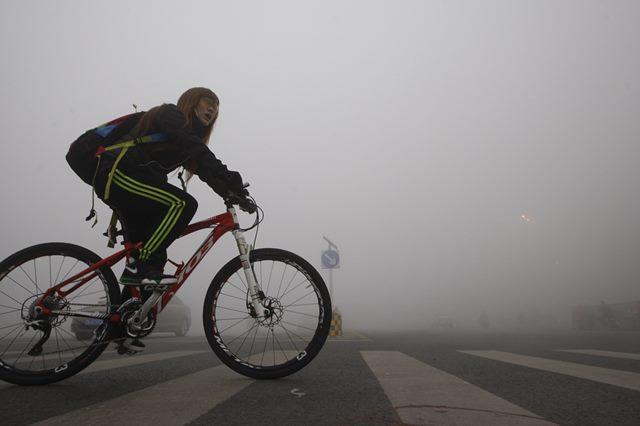 Потрясающе густой смог в Харбине