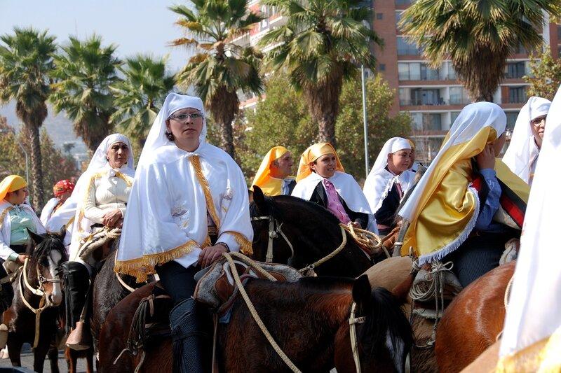 Потрясающий праздник Fiesta del Quasimodo в Сантьяго