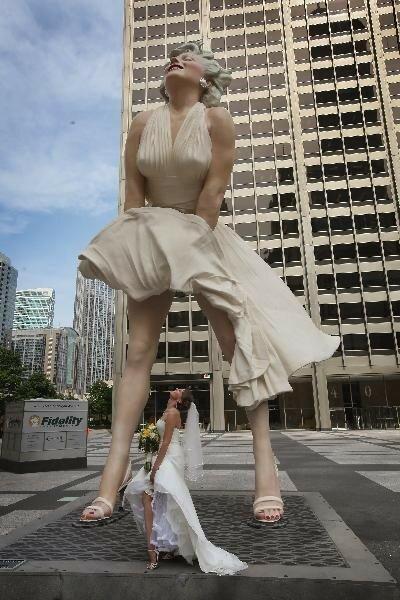 В Калифорнии прощаются с гигантской Мэрилин Монро