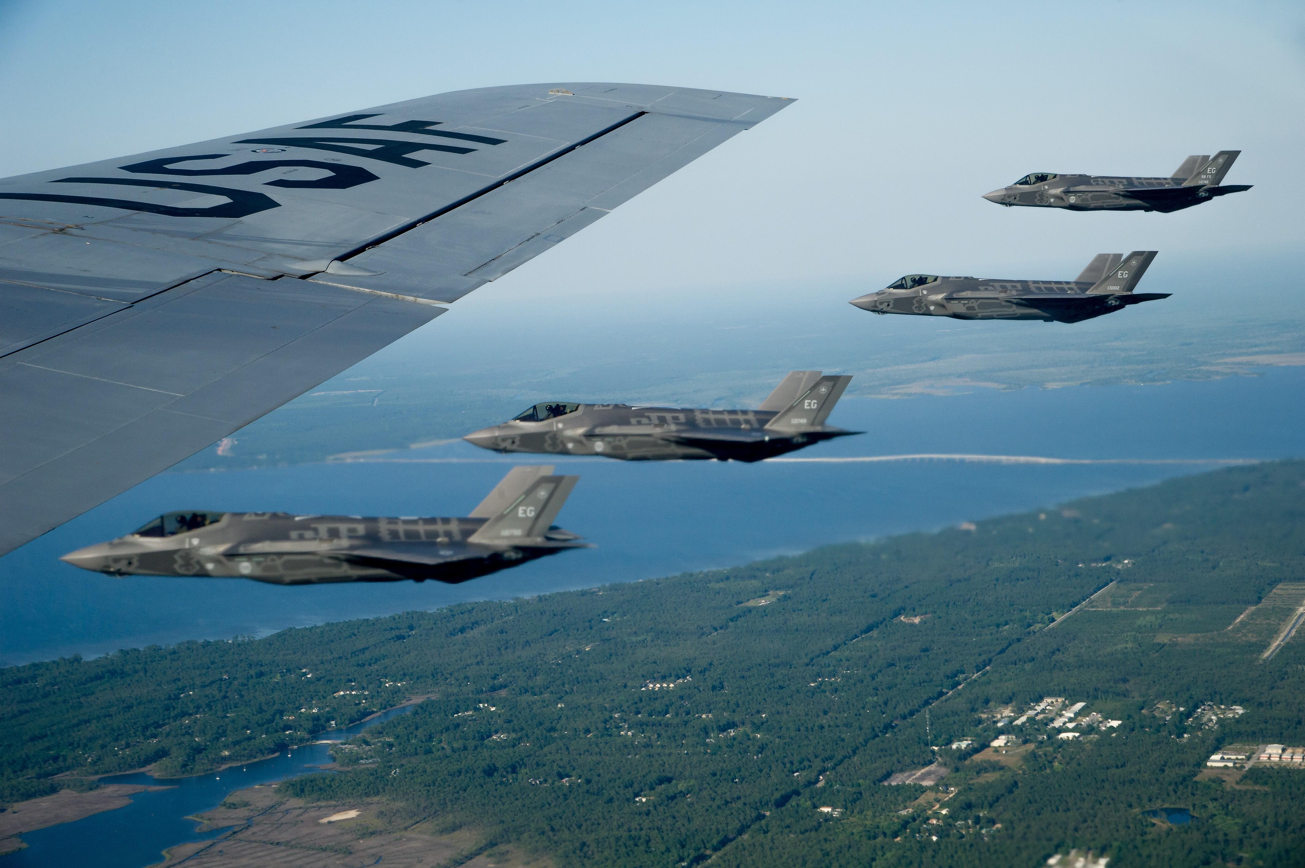 США впервый раз нанесли авиаудары попозициямИГ вСирии