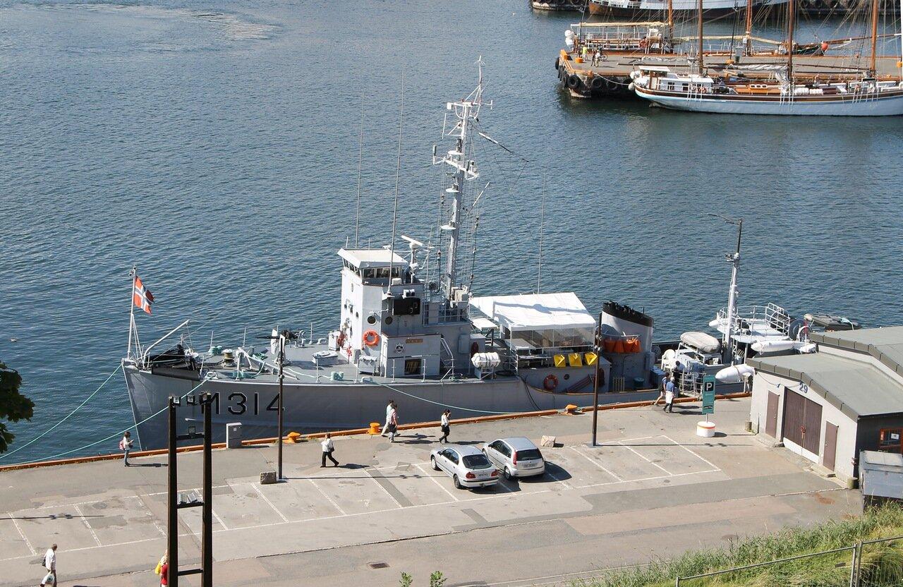 Осло.  Oslo, mine trawler Alta, тральщик