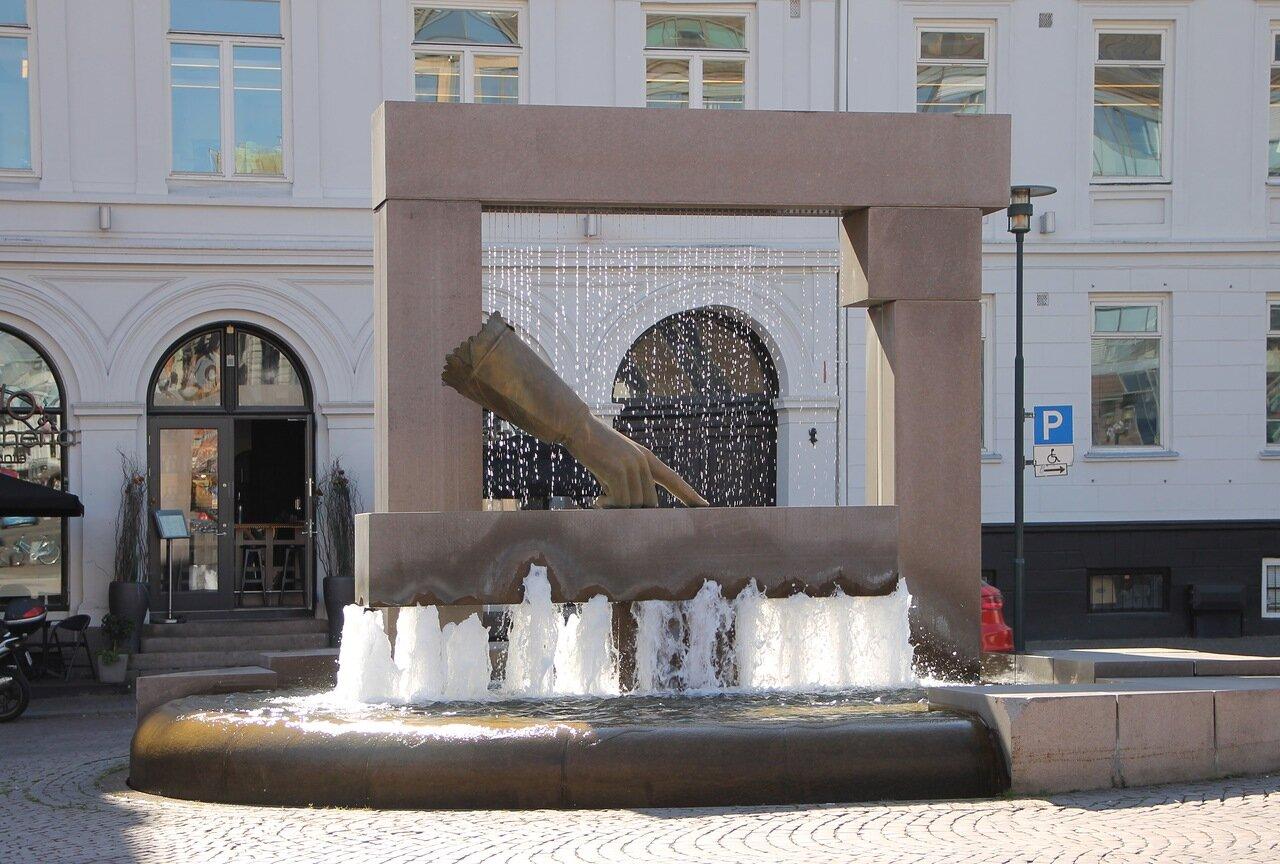 Fountain 'Glove of Christian VI', Oslo (Hansken)