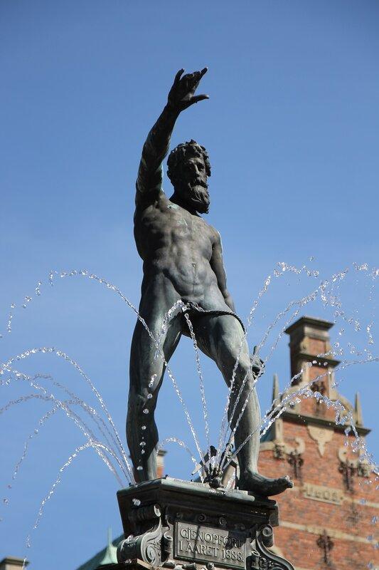 Замок Фредериксборг.Фонтан Нептуна. Neptunspringvandet. Frederiksborg Slot,