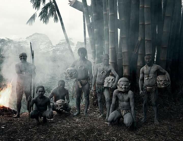 Фотографии самых необычных народов Земли 0 11b4ee 96e27b4 XL