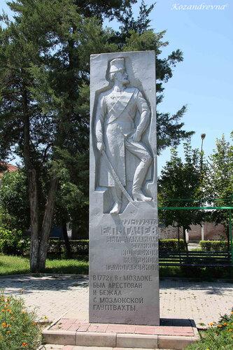Барельеф Пугачёву