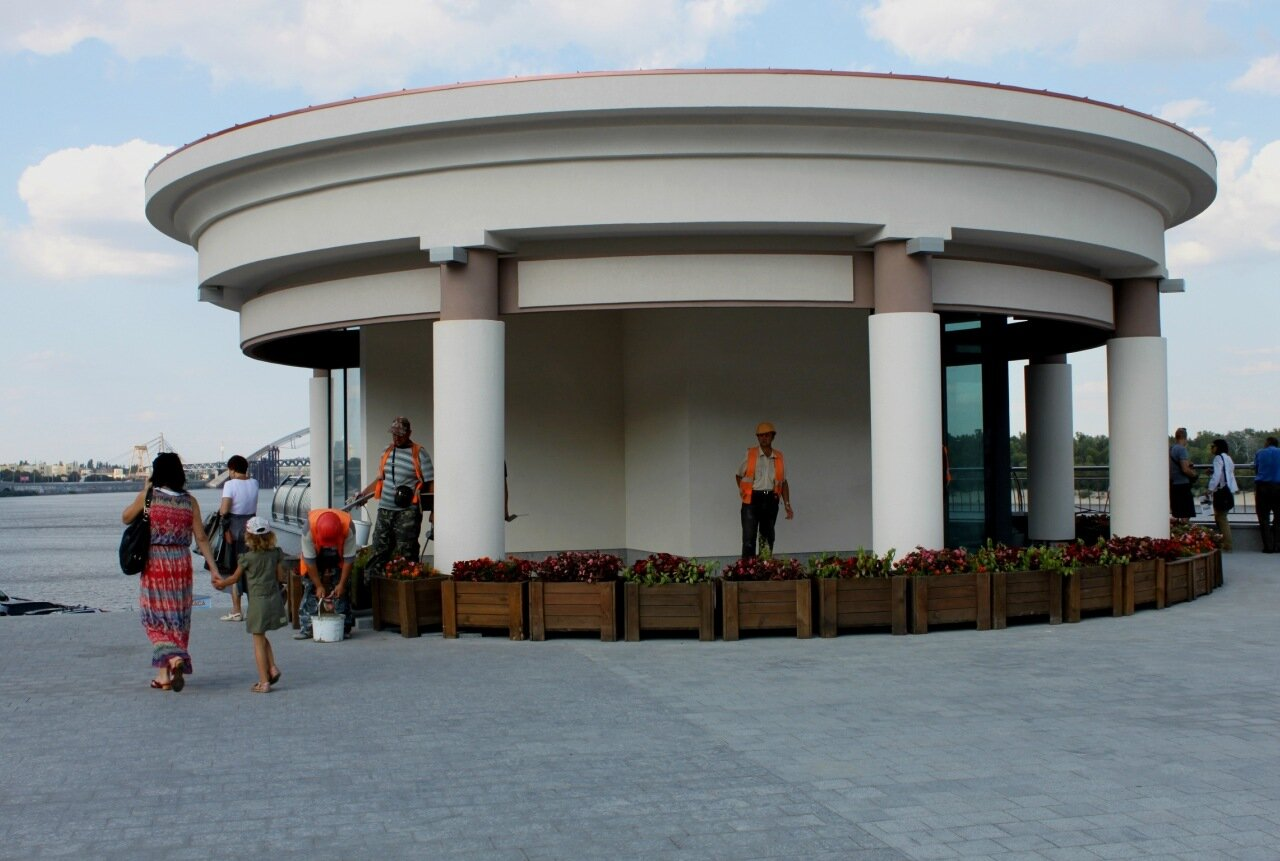Новая ротонда на Почтовой площади