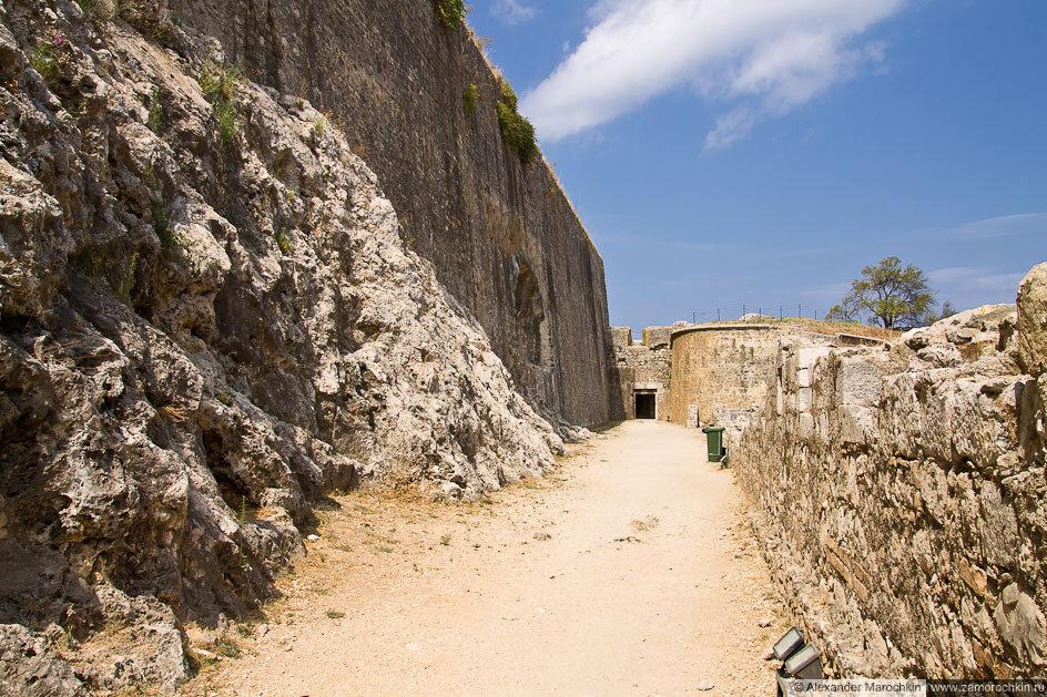 Вход в Новую Крепость (Керкира, о. Корфу, Греция)