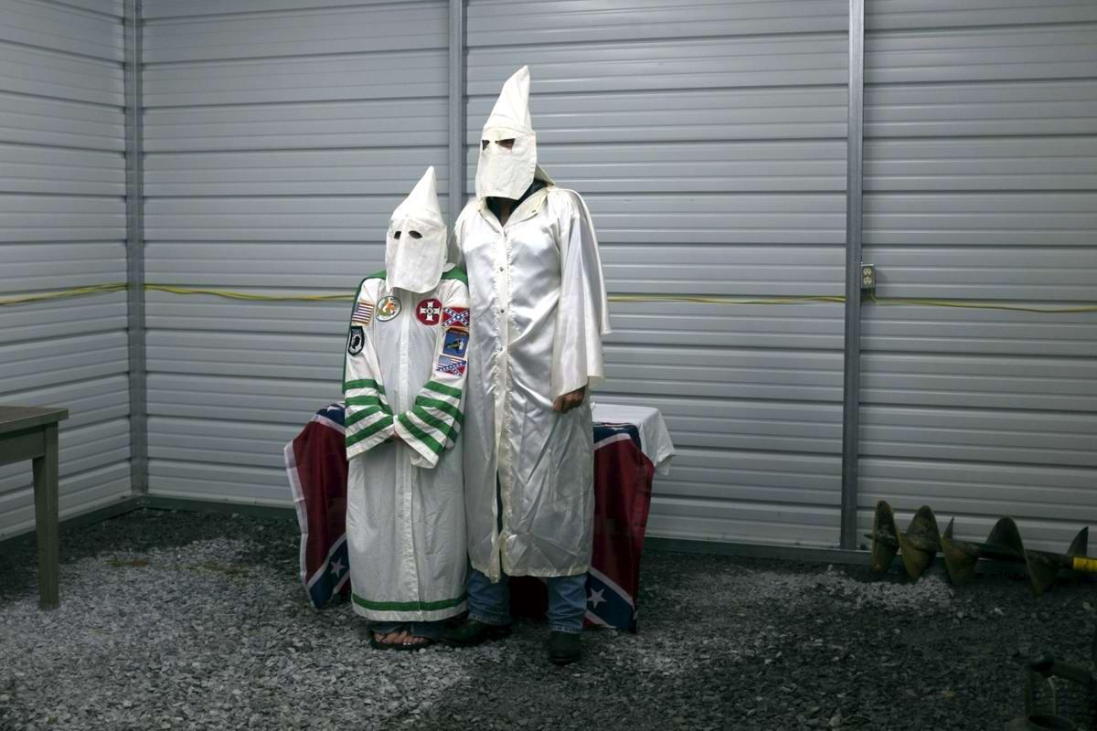 Торжество толерантности: Американский Ку-Клукс-Клан в новой подборке снимков фотографа Johnny Milano (16)
