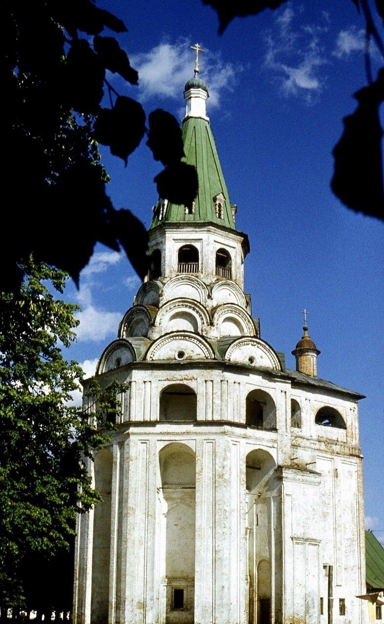 4.  Распятская церковь-колокольня