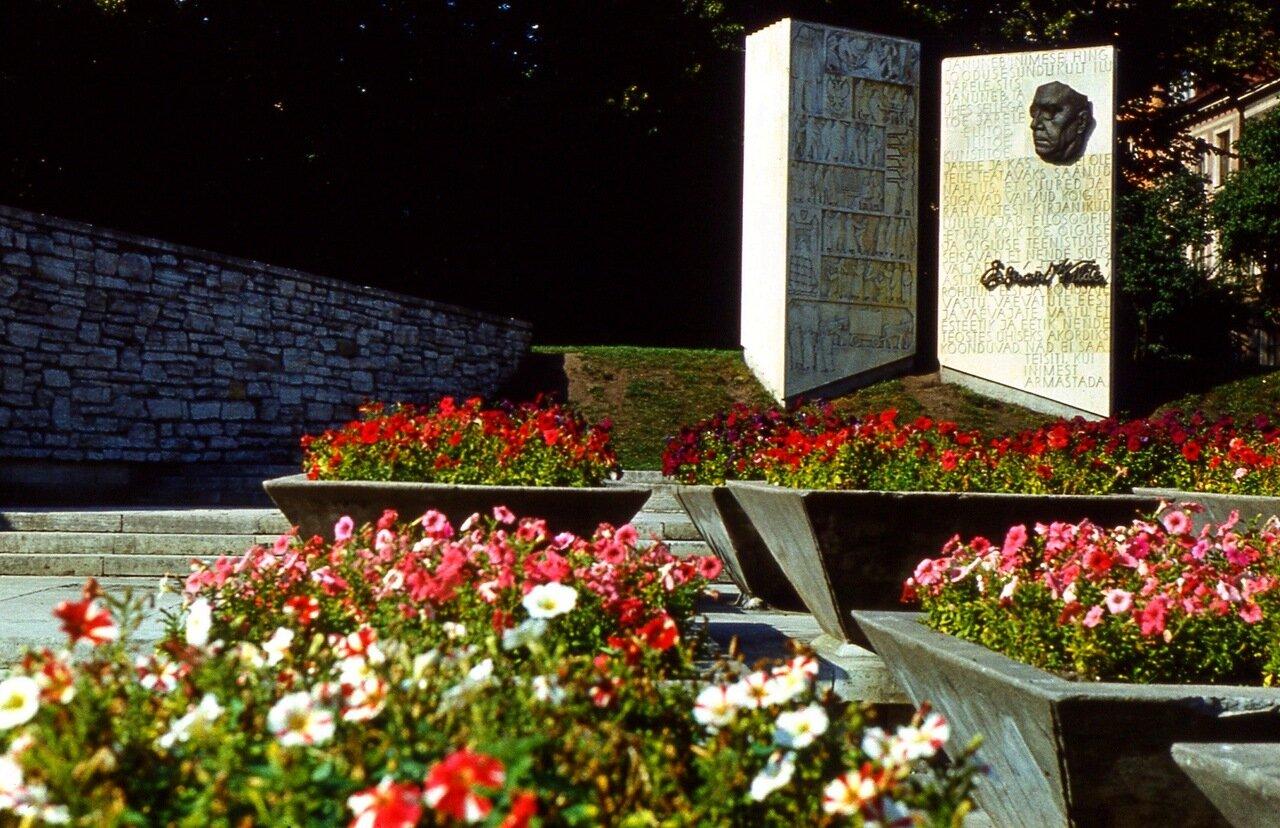 4. Памятник  Эдуарду  Вилде