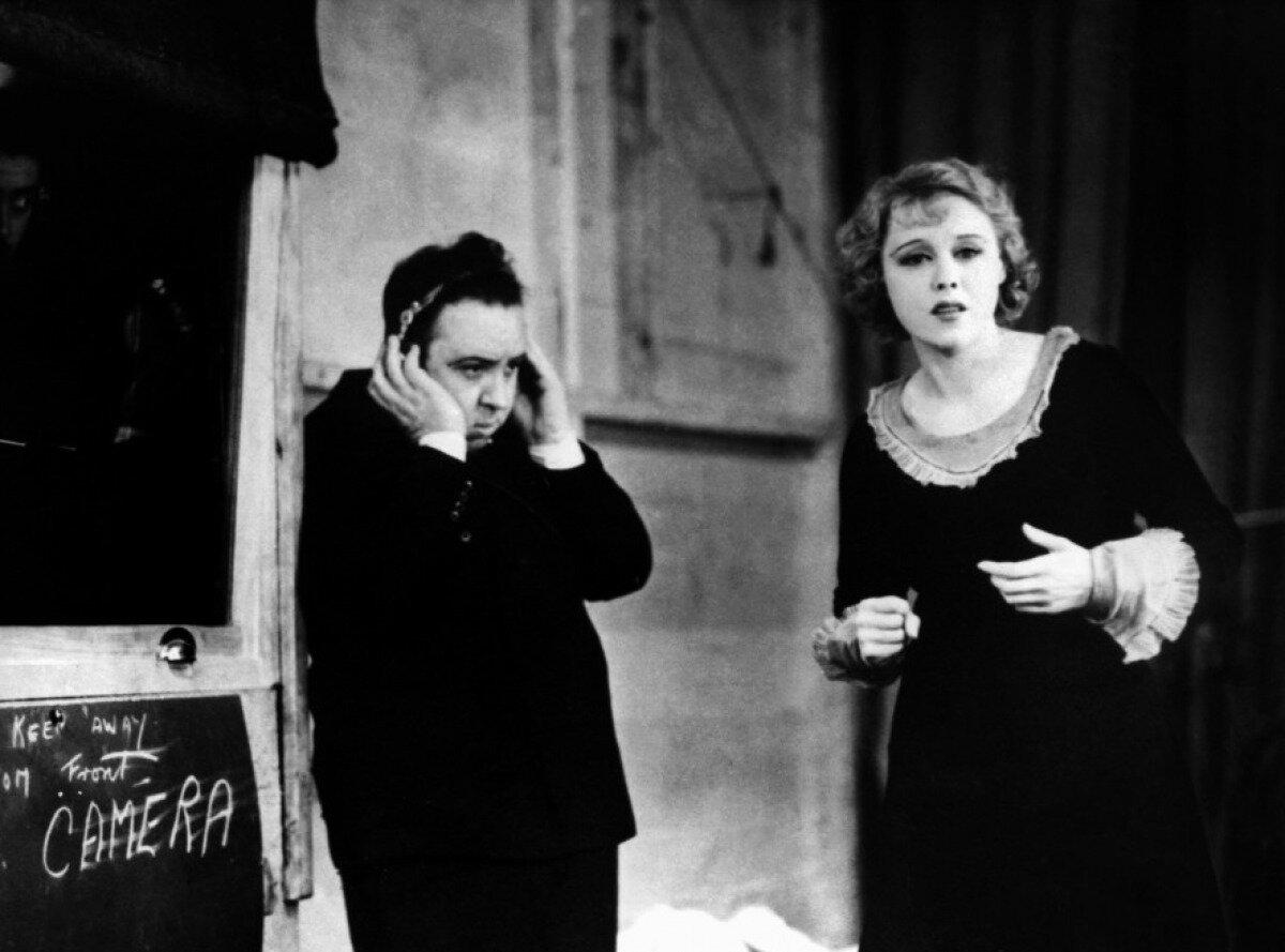 1929. Альфред Хичкок и Анни Ондра на съемках фильма «Шантаж»