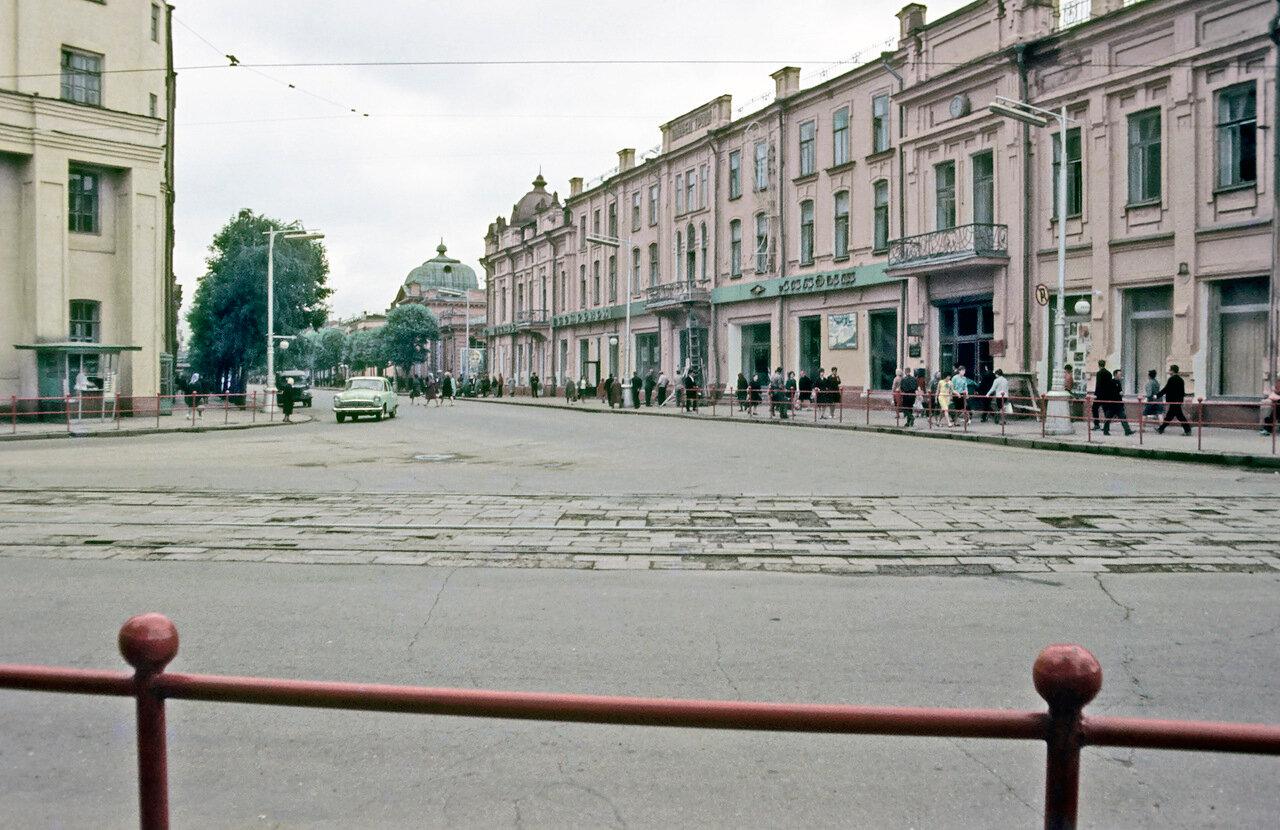 Пересечение улиц Карла Маркса и Ленина.