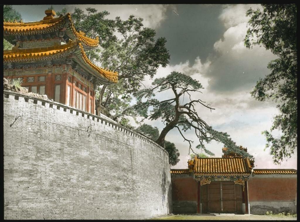 Пекин. Павильон в парке Бэйхай, Пекин