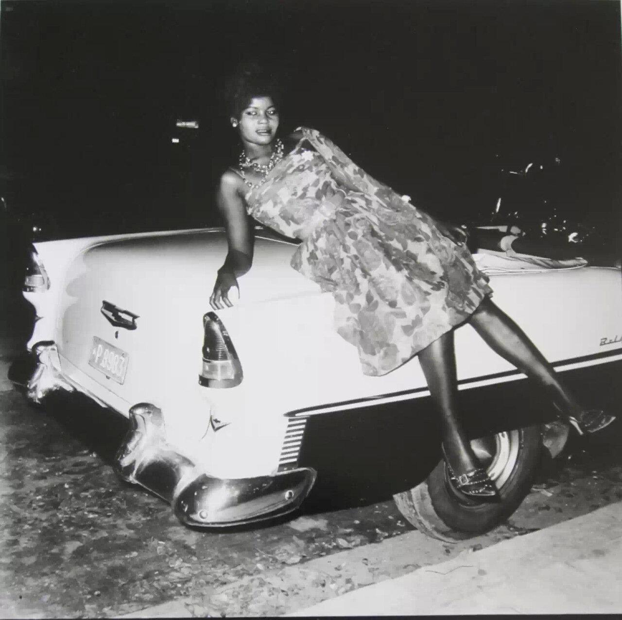 Женщина на автомобиле